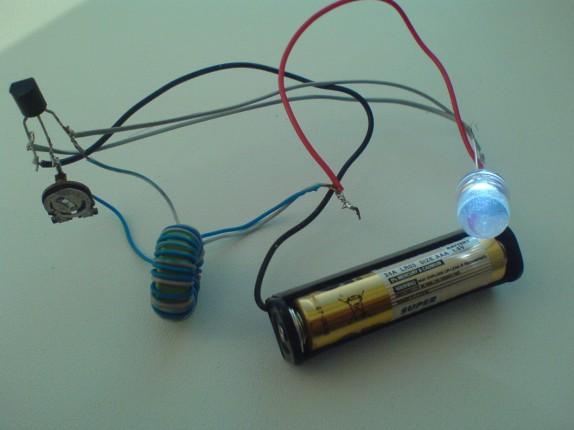 Запитываем сверхяркий светодиод от одной батарейки 1.5 вольта!