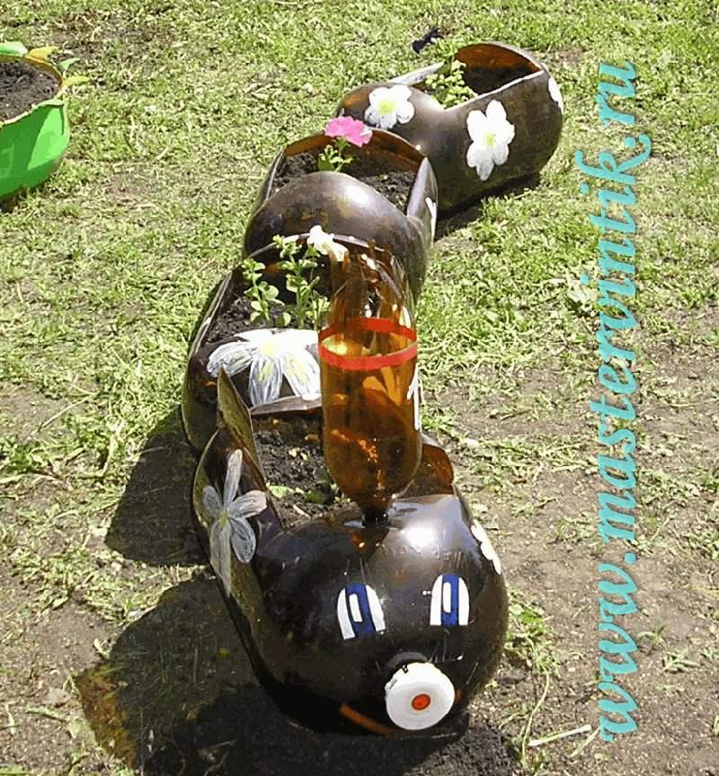 Паровозик из бутылок своими руками для сада фото