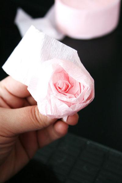 Висячие розы из бумаги своими руками