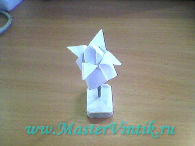 Объёмный тюльпанчик из бумаги
