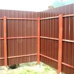Как построить металлический забор?