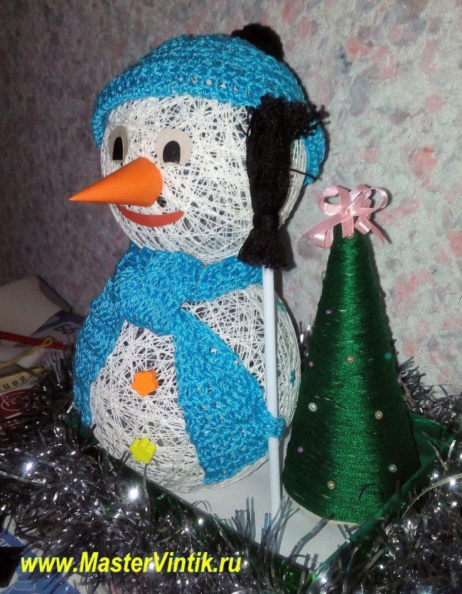 Снеговик из ниток своими руками!