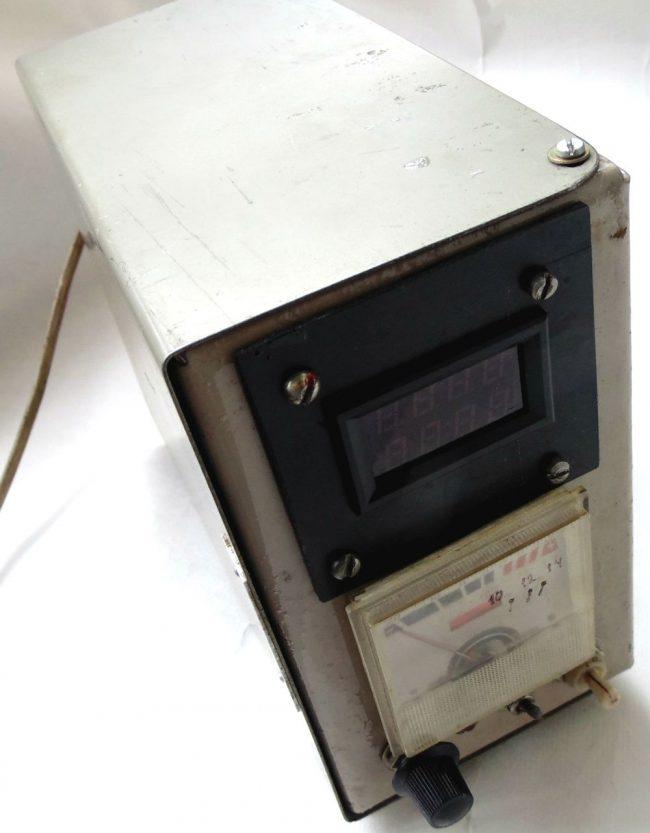 Простое зарядное устройство с регулировкой тока и контролем заряда для автомобильного аккумулятора